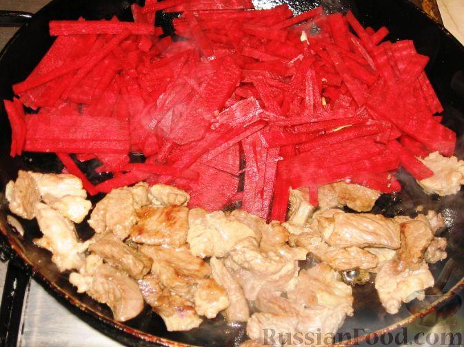 Фото приготовления рецепта: Жареная картошка с говяжьей печенью - шаг №12