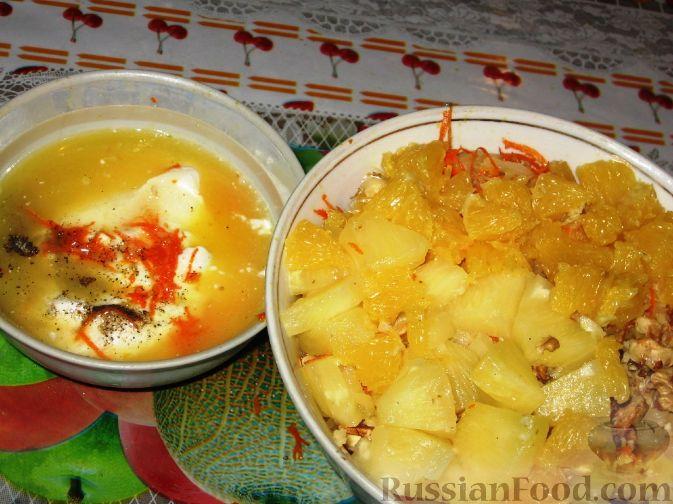 Фото приготовления рецепта: Салат из квашеной капусты с апельсинами - шаг №2