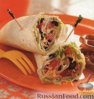 Фото к рецепту: Закусочные рулеты с овощами и индюшатиной