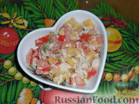 Фото к рецепту: Салат овощной с манго и куриным филе