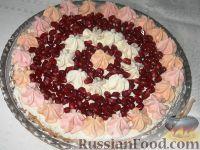 Фото к рецепту: Торт-безе со сливками и гранатом
