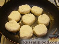 Фото приготовления рецепта: Сырники классические - шаг №6