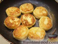 Фото приготовления рецепта: Сырники классические - шаг №7