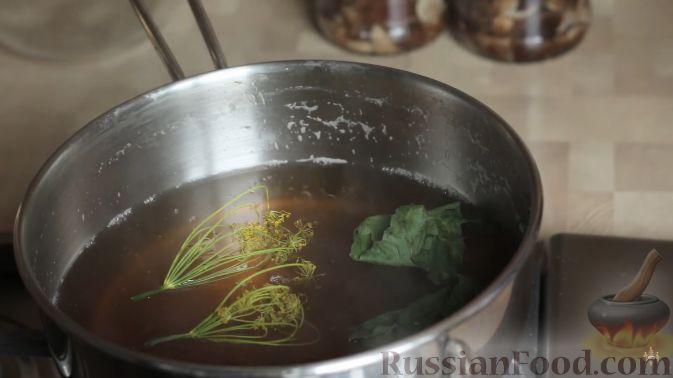 Фото приготовления рецепта: Говядина, тушенная с сельдереем и морковью в томатном соусе - шаг №12