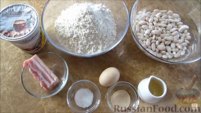"""Фото приготовления рецепта: Пирог """"Ель"""" из слоёного теста, с томатным соусом и сыром - шаг №9"""