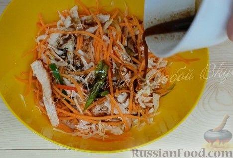 "Фото приготовления рецепта: Салат ""Азиатский"" с курицей и овощами - шаг №8"