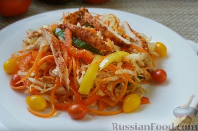 "Фото приготовления рецепта: Салат ""Азиатский"" с курицей и овощами - шаг №9"