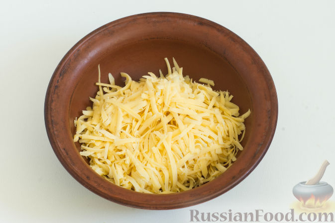 Фото приготовления рецепта: Овощное рагу с грибами, в сметанно-сырном соусе - шаг №8