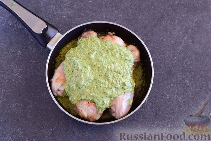 Фото приготовления рецепта: Отварной картофель с петрушкой - шаг №3