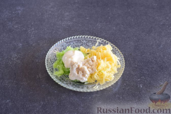 Фото приготовления рецепта: Закуска из ветчины и сыра с соусом из хрена - шаг №4