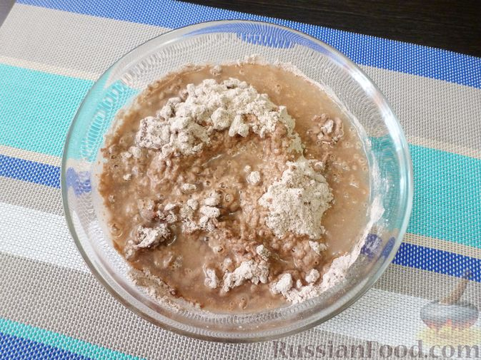 Фото приготовления рецепта: Свиные тефтели, тушенные в миндальном соусе с белым вином - шаг №22