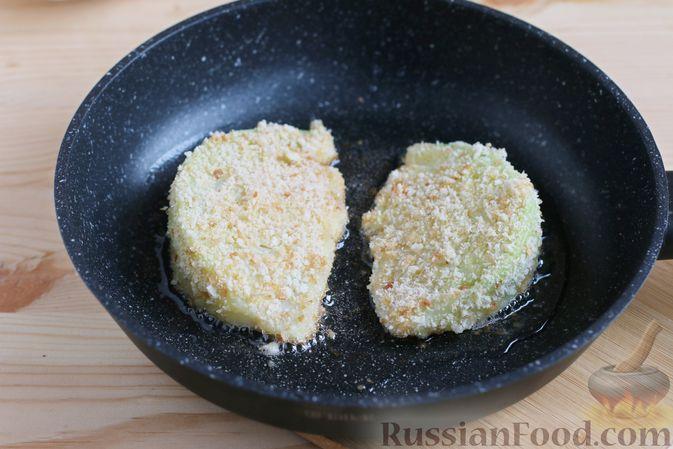 Фото приготовления рецепта: Закуска из творога, с твёрдым сыром, фетой, орехами и гранатом - шаг №11