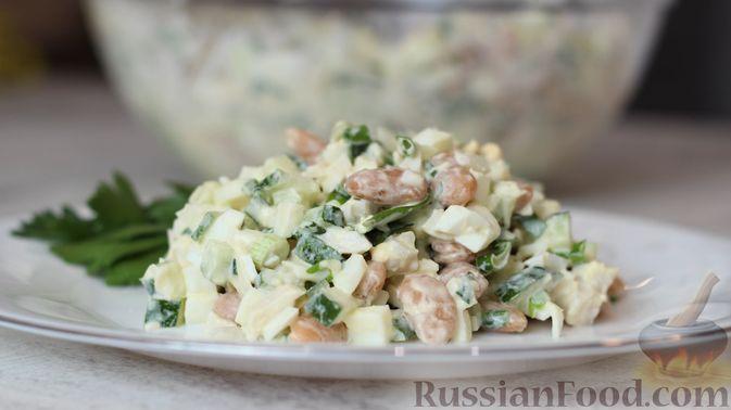 Фото приготовления рецепта: Белковый салат с кальмарами - шаг №5