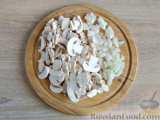 Фото приготовления рецепта: Рулетики из куриного филе с моцареллой и зеленью, в беконе - шаг №5