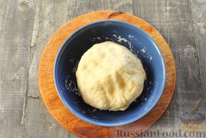 """Фото приготовления рецепта: Слоёный салат """"Оливье"""" с курицей - шаг №5"""