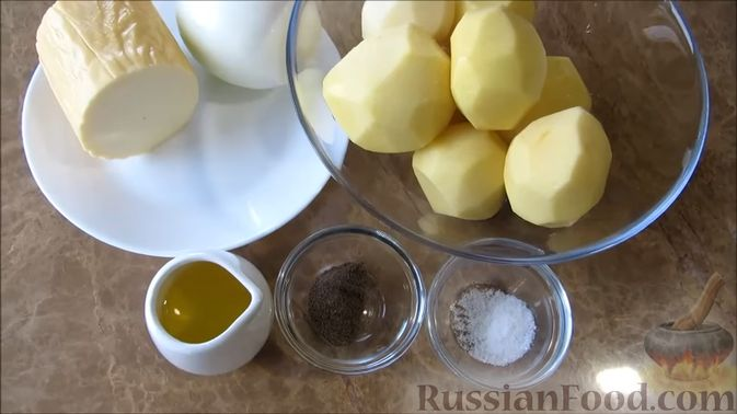 Фото приготовления рецепта: Суп с копченым сыром и вермишелью - шаг №6