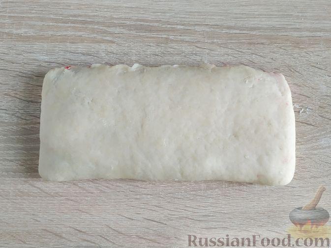 Фото приготовления рецепта: Пирог с вишнёвым вареньем - шаг №9