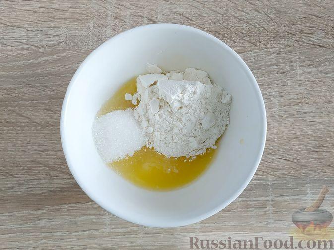 Фото приготовления рецепта: Пирог с вишнёвым вареньем - шаг №11
