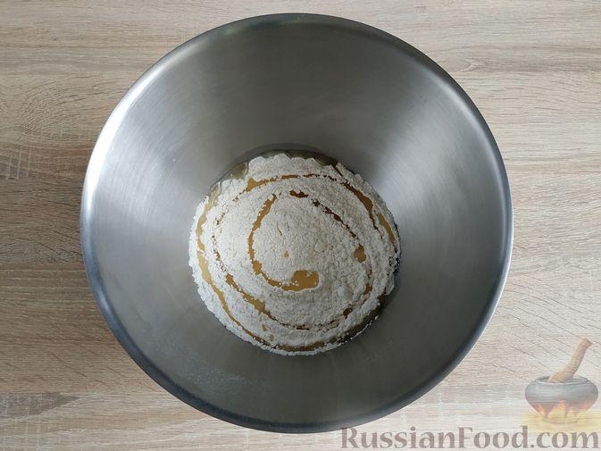 Фото приготовления рецепта: Пирог с вишнёвым вареньем - шаг №3