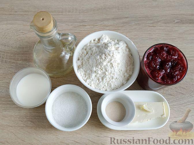 Фото приготовления рецепта: Пирог с вишнёвым вареньем - шаг №1