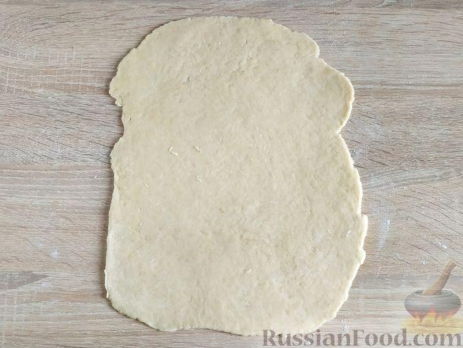 Фото приготовления рецепта: Пирог с вишнёвым вареньем - шаг №6