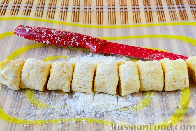 Фото приготовления рецепта: Ленивые вареники с картошкой и тыквой - шаг №8