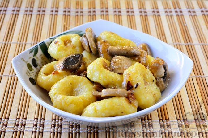 Фото приготовления рецепта: Ленивые вареники с картошкой и тыквой - шаг №11