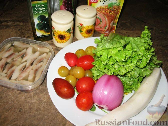 Фото приготовления рецепта: Салат с сельдью и помидорами - шаг №1