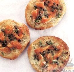Рецепт Мини-пиццы с шалотом, лососем и каперсами