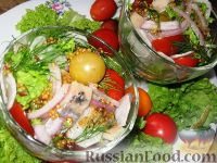 Фото к рецепту: Салат с сельдью и помидорами