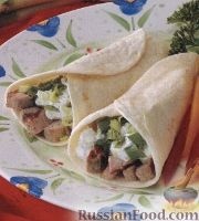 Фото к рецепту: Закуска из свиного филе и зелени