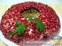 """Фото к рецепту: Салат """"Гранатовый браслет"""" со шпротами"""