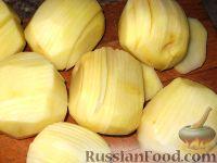 Фото приготовления рецепта: Картофельные веера с сыром - шаг №2