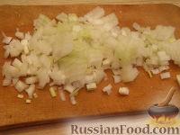 Фото приготовления рецепта: Салат из рыбных консервов с яйцами и рисом - шаг №3