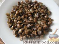 Фото приготовления рецепта: Салат слоеный с черносливом «Увертюра» - шаг №6