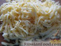 Фото приготовления рецепта: Салат слоеный с черносливом «Увертюра» - шаг №5