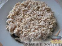 Фото приготовления рецепта: Салат слоеный с черносливом «Увертюра» - шаг №7