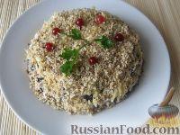 Фото приготовления рецепта: Салат слоеный с черносливом «Увертюра» - шаг №10