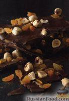 Фото к рецепту: Черный шоколад с орехами и курагой