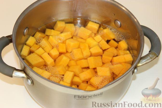 Фото приготовления рецепта: Тыквенные булочки с сыром - шаг №3