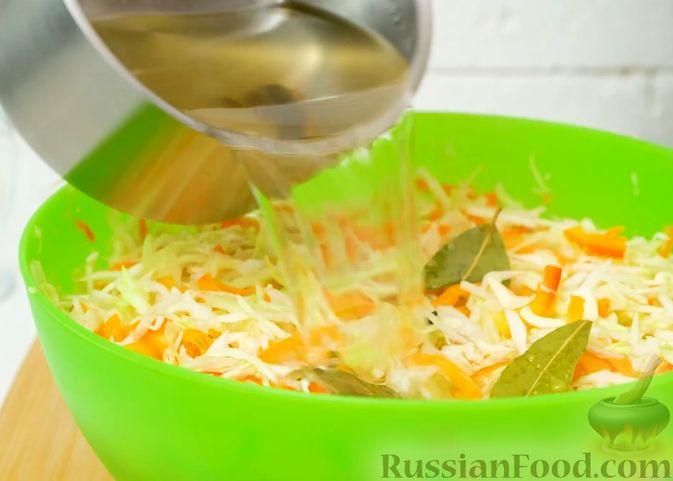 Фото приготовления рецепта: Маринованная капуста быстрого приготовления - шаг №7
