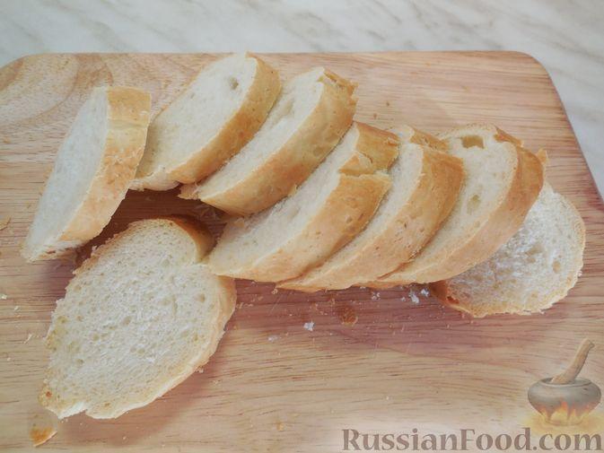 Фото приготовления рецепта: Закусочные бутерброды с  яйцами и солёными огурцами - шаг №6