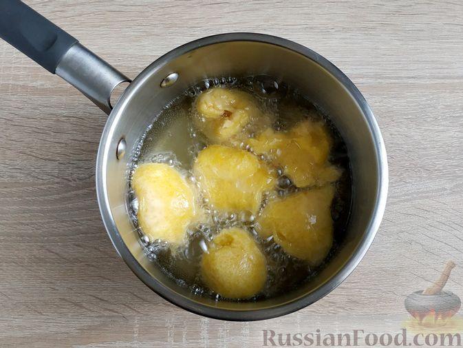 Фото приготовления рецепта: Пончики из тыквы - шаг №13