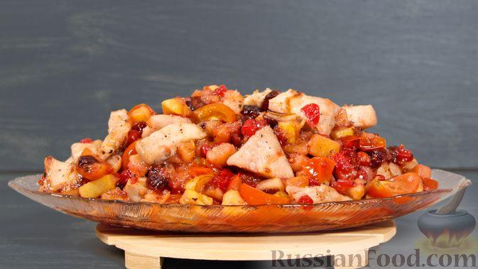 Фото к рецепту: Айвовая курица с медово-ягодным соусом