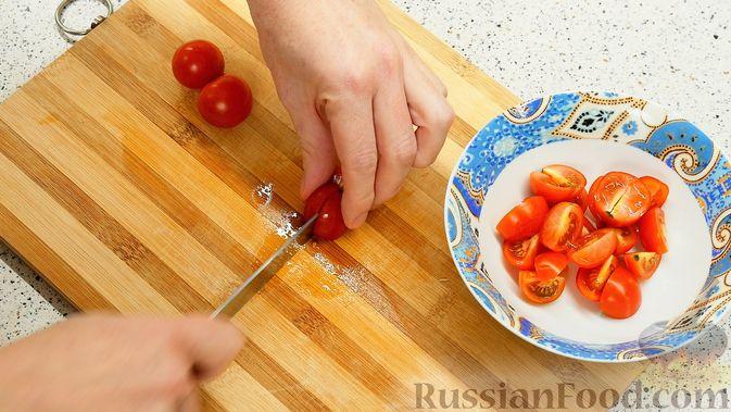 Фото приготовления рецепта: Айвовая курица с медово-ягодным соусом - шаг №5