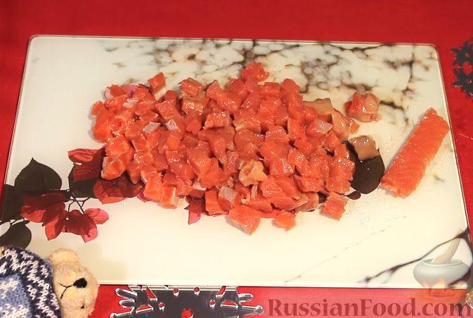 Фото приготовления рецепта: Закуска из лосося и авокадо - шаг №1