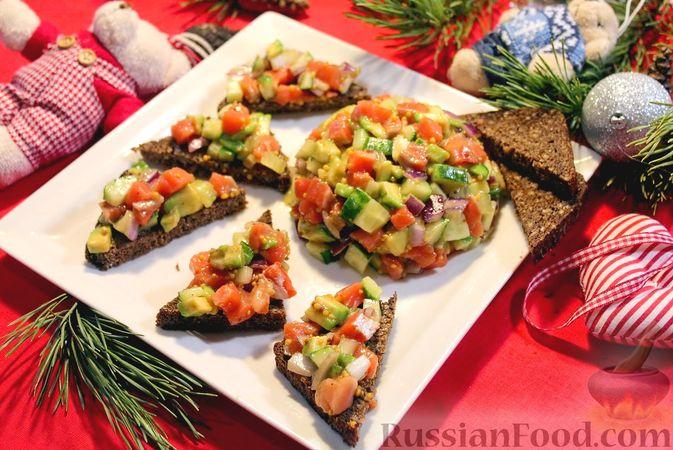 Фото к рецепту: Закуска из лосося и авокадо