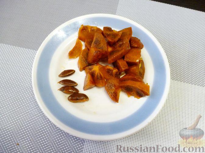 Фото приготовления рецепта: Молочный коктейль с хурмой и мандаринами - шаг №2