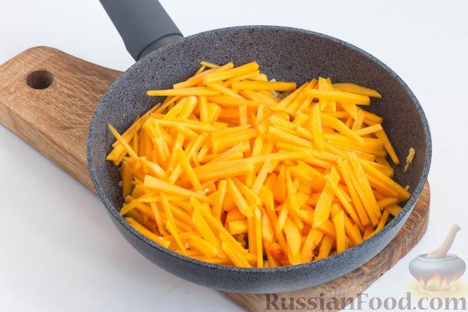 Фото приготовления рецепта: Омлет с яблоками и корицей - шаг №2