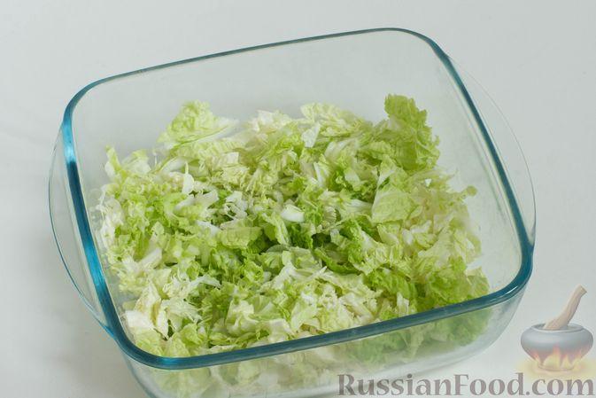 Фото приготовления рецепта: Зеленый салат с кукурузой и арахисом - шаг №2